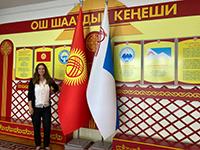 Rebecca Wagner im Rathaus von Osh (Foto: privat).