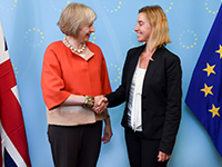 Federica Mogherini und Theresa May im September 2015 (Photo: European External Action Service | CC BY-NC 2.0, https://www.flickr.com/photos/eeas/21598646596)