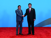 Chinese President Xi Jinping welcomes Philippine President Rodrigo Duterte before the Leaders' Roundtable Summit of the Belt and Road Forum (BRF) for International Cooperation at Yanqi Lake (Photo: © picture alliance / Photoshot)