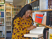 Stacy Ann Chinedu Nwodo is conductiong research for her thesis (Foto: HSFK)