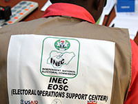 Nigerian Elections 2015: INEC Staff in Abuja (Photo: flickr, IIP Photo Archive, https://bit.ly/2GBWWal, CC BY-NC 2.0).