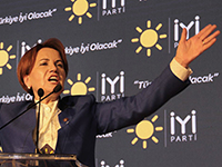 Meral Akşener at IYI Party's first congress in October 2017 (Photo: Yıldız Yazıcıoğlu (VOA), Public Domain)
